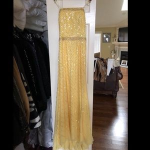 Dresses & Skirts - Strapless Yellow Prom Dress size XS